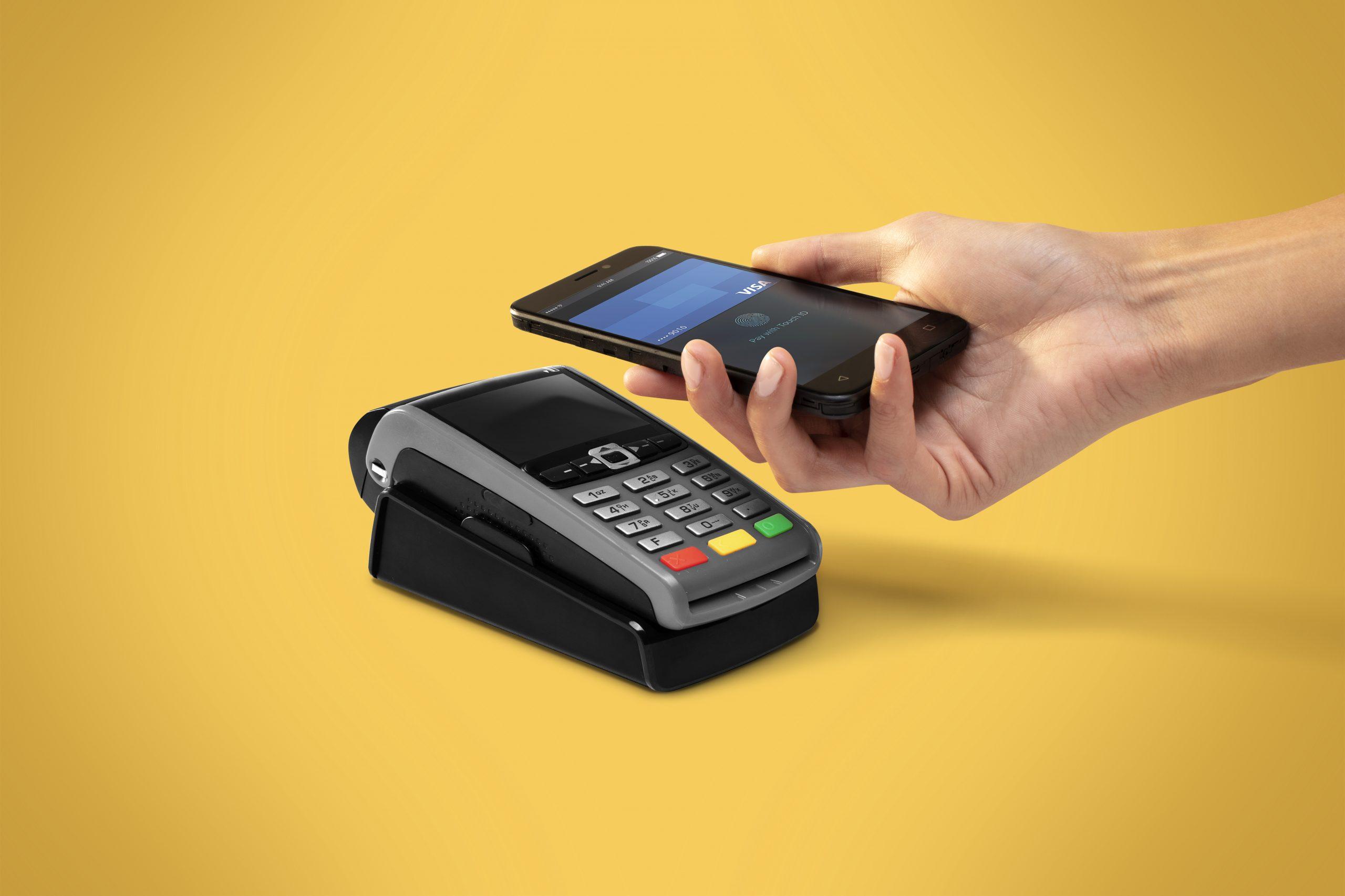 Jak zacząć płacić smartfonem lub smartwatchem? To bardzo proste!
